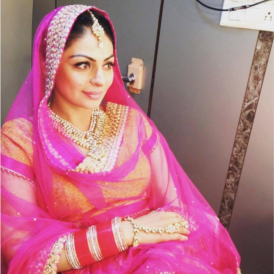 Neeru Bajwa In Punjabi Suits Neeru Bajwa In Punjabi...